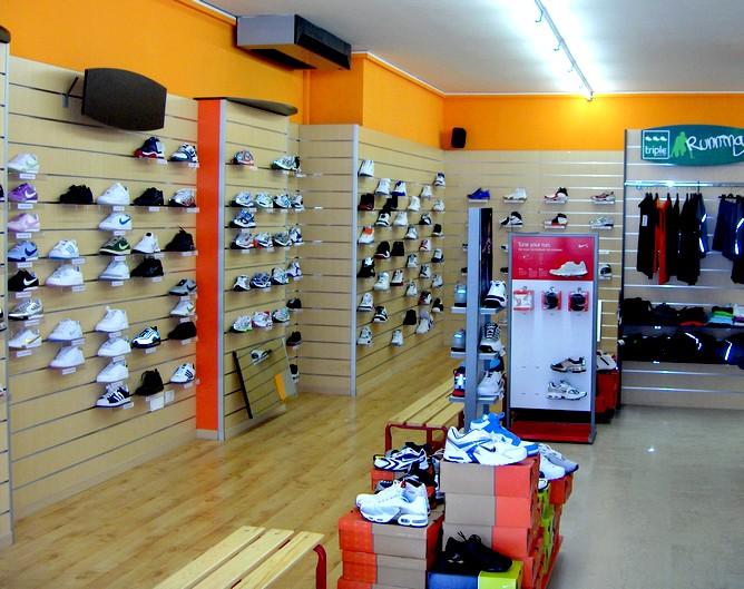 Frosinone tentano il colpo in un negozio di articoli sportivi for Negozi arredamento pesaro