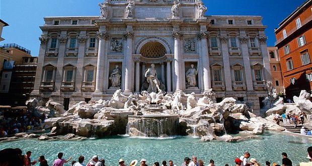 Bagno nella fontana di trevi fermati due turisti - Bagno fontana di trevi ...