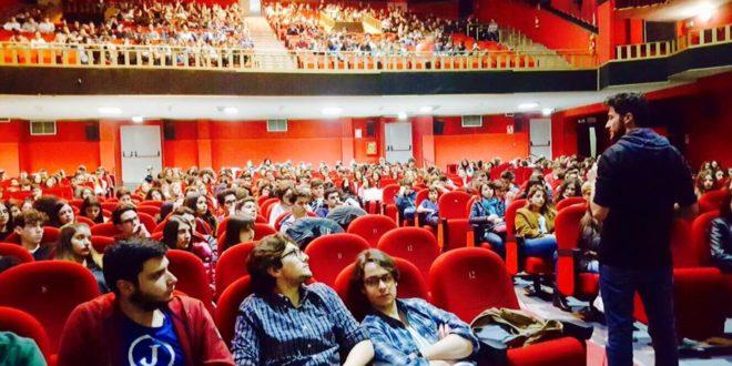 Al cinema gratis, Frusna Bene Comune paga i biglietti ai ragazzi