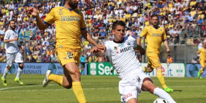 Calcio, Frosinone primo in classifica