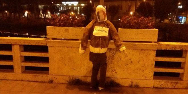 Manichini in strada, protesta shock a Sora