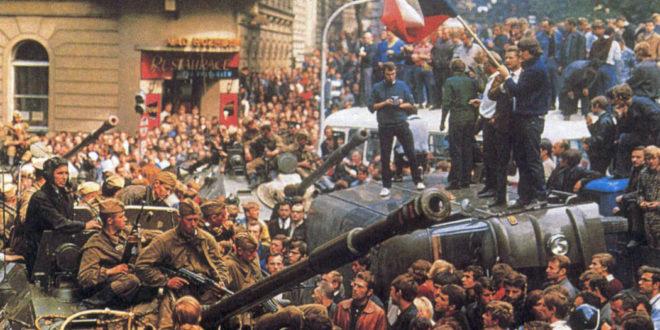 Carri armati russi a Praga, invasione comunista