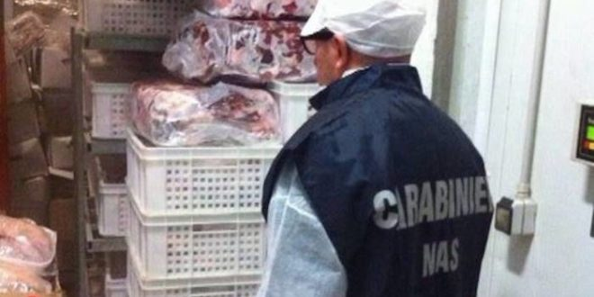 Sequestrati 100 kg di carne e pesce, NAS in un noto locale della Ciociaria