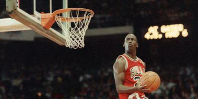 Air Jordan, la schiacchiata di Michael compie trent'anni