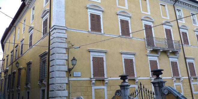 """Palazzo Campanari-""""Il Comune vuole acquistarlo, mutuo milionario sulle nostre spalle"""""""