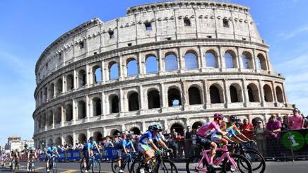Troppe buche a Roma, il Giro d'Italia finisce prima