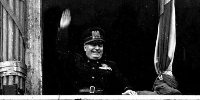 Italia in ginocchio, da Mussolini a Rocco Casalino