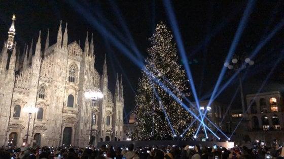 Acceso l'Albero di Natale in piazza Duomo, 40mila luci