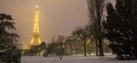 Neve a Parigi, chiusa la Tour Eiffel
